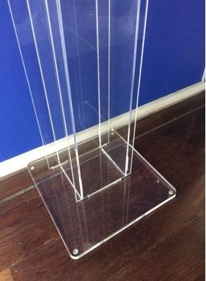 colonna con dispenser per l'erogazione di gel igienizzante mani